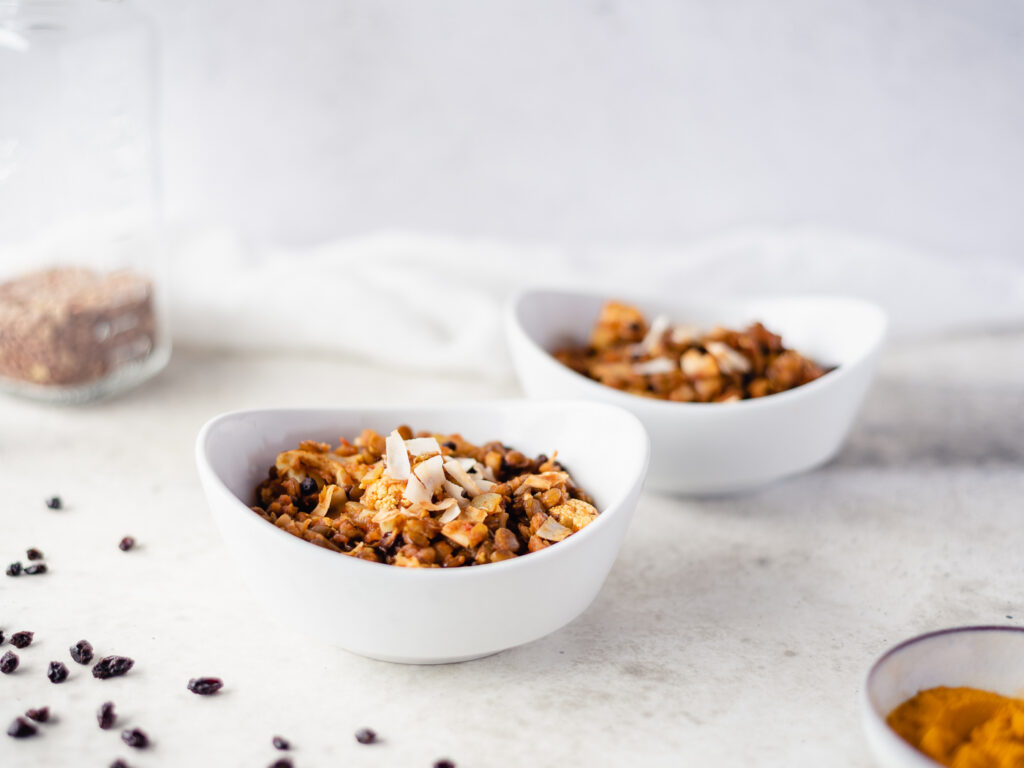Two bowls of cooked lentils