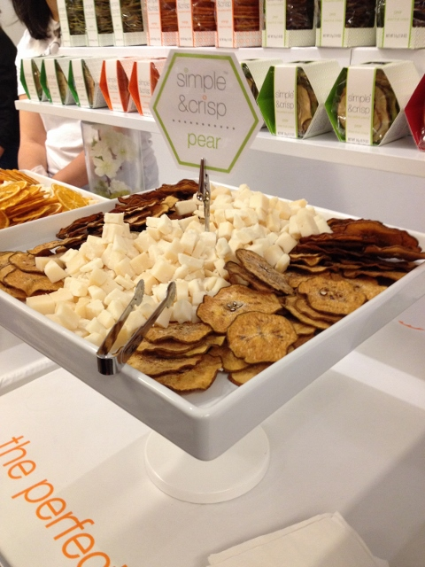 Dried pear slices in a tray with cubes of cheese
