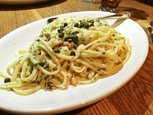 Linguine with roasted pine nuts