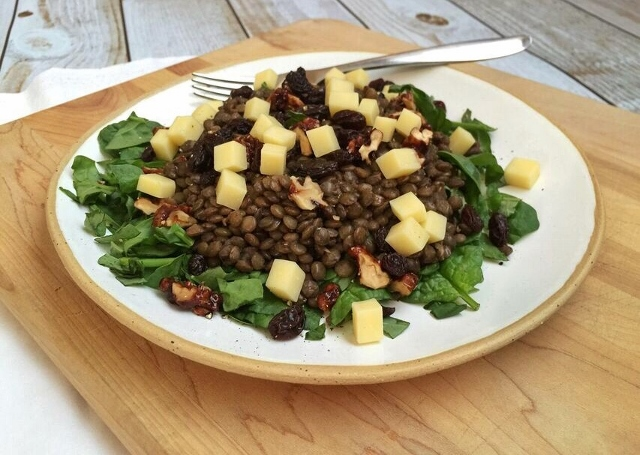 Spinach and lentil salad with lemon vinaigrette, white cheddar and raisins