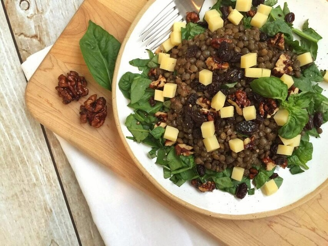 Spinach and lentil salad with lemon vinaigrette