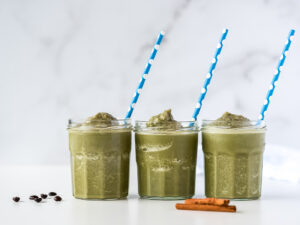 3 cups of green coffee smoothie with straws