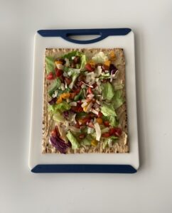Flatbread with lettuce and tomato
