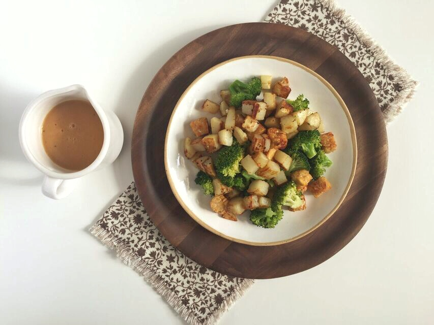 Tempeh Broccoli Skillet with Cheesy Ale Sauce