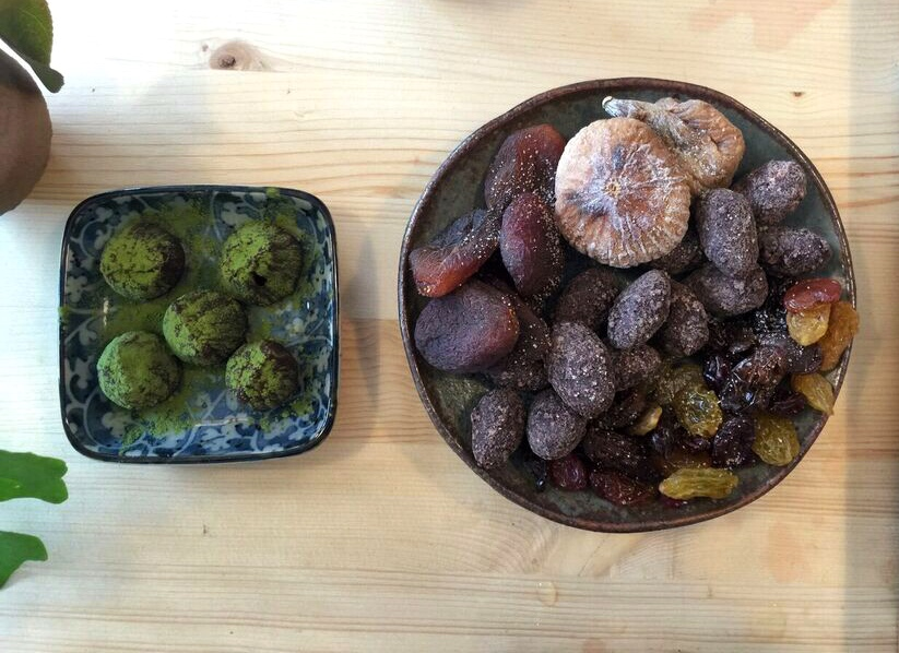 nibbles-at-saku-tea-matcha-truffles-and-apricots