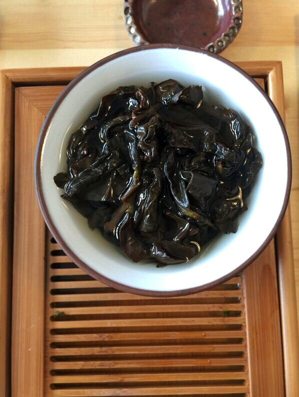 steeping-oolong-tea-leaves-saku-tea