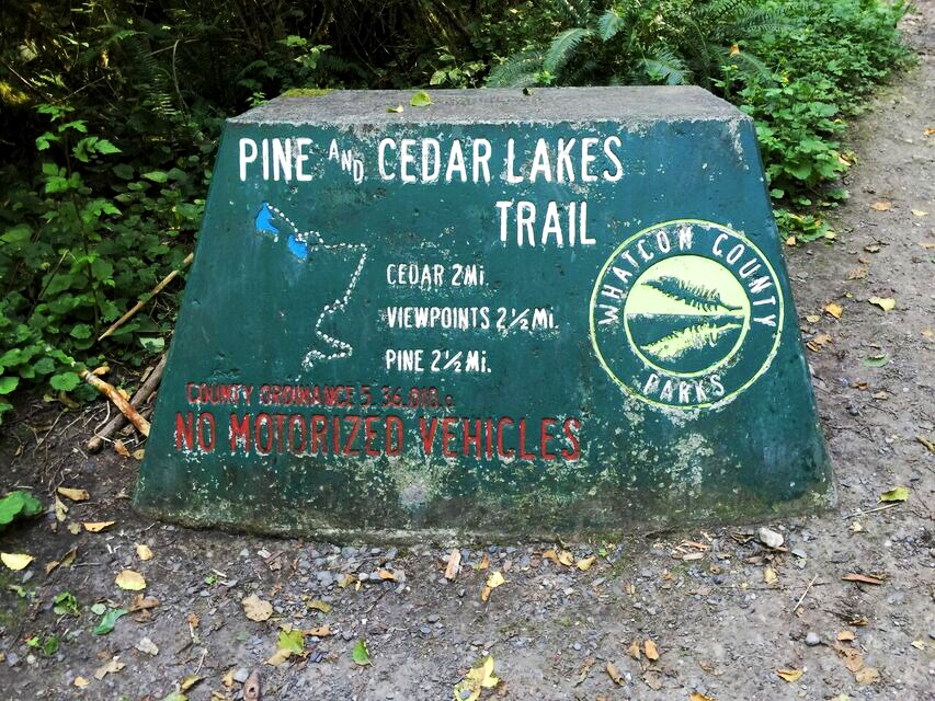 pine-and-cedar-lakes-sign
