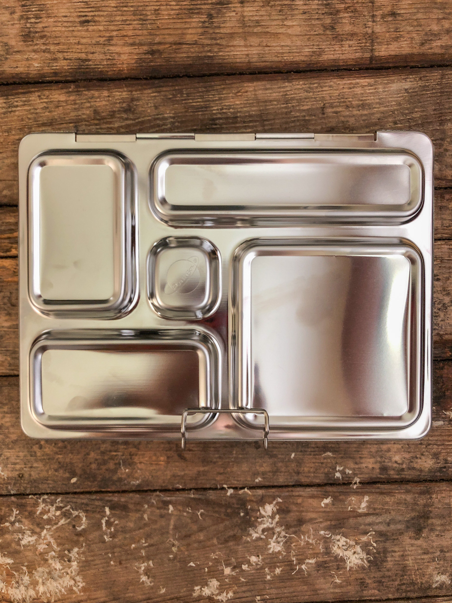 Metal lunchbox with compartments