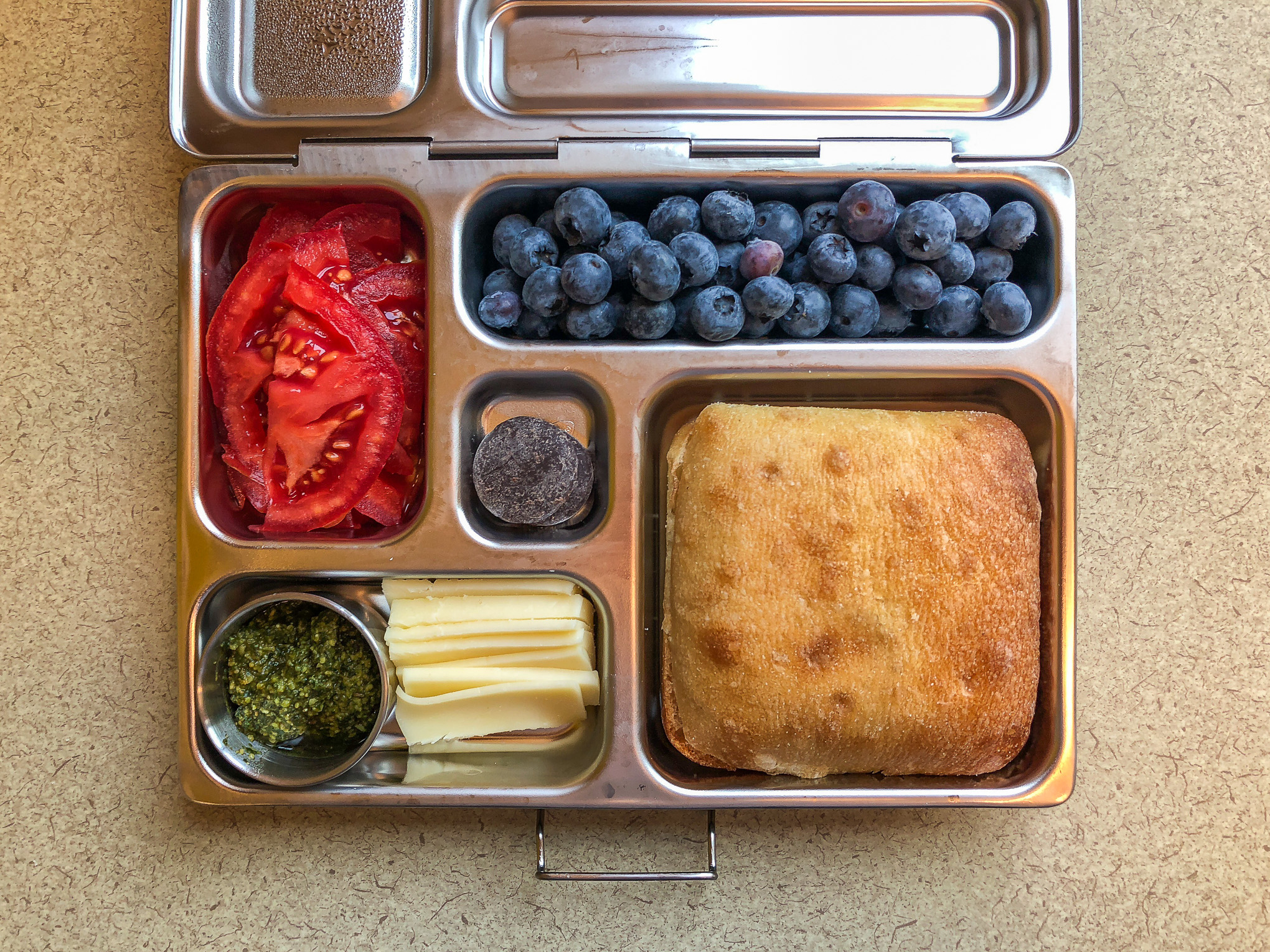 "Bento field containing vegetables and fruit ""class ="" wp-image-13466 ""data-jpibfi-post-excerpt ="" ""data-jpibfi-post-url ="" http://www.veggirlrd.com / 12 -bento-lunch-for-fall / ""data-jpibfi-post-title ="" 12 lunches bento of autumn ""data-jpibfi-src ="" http://www.veggirlrd.com/wp- content material / uploads / 2018/11 / Bento-Lunches-Sept-2018-2.jpg ""/>  Tomato slicesBleuberriesTart of Chiabatta (which I full of pesto, tomatoes and mozzarella to make a sandwich) Mid-skim mozzarella cheesePesto home made Darkish chocolate  <img src="