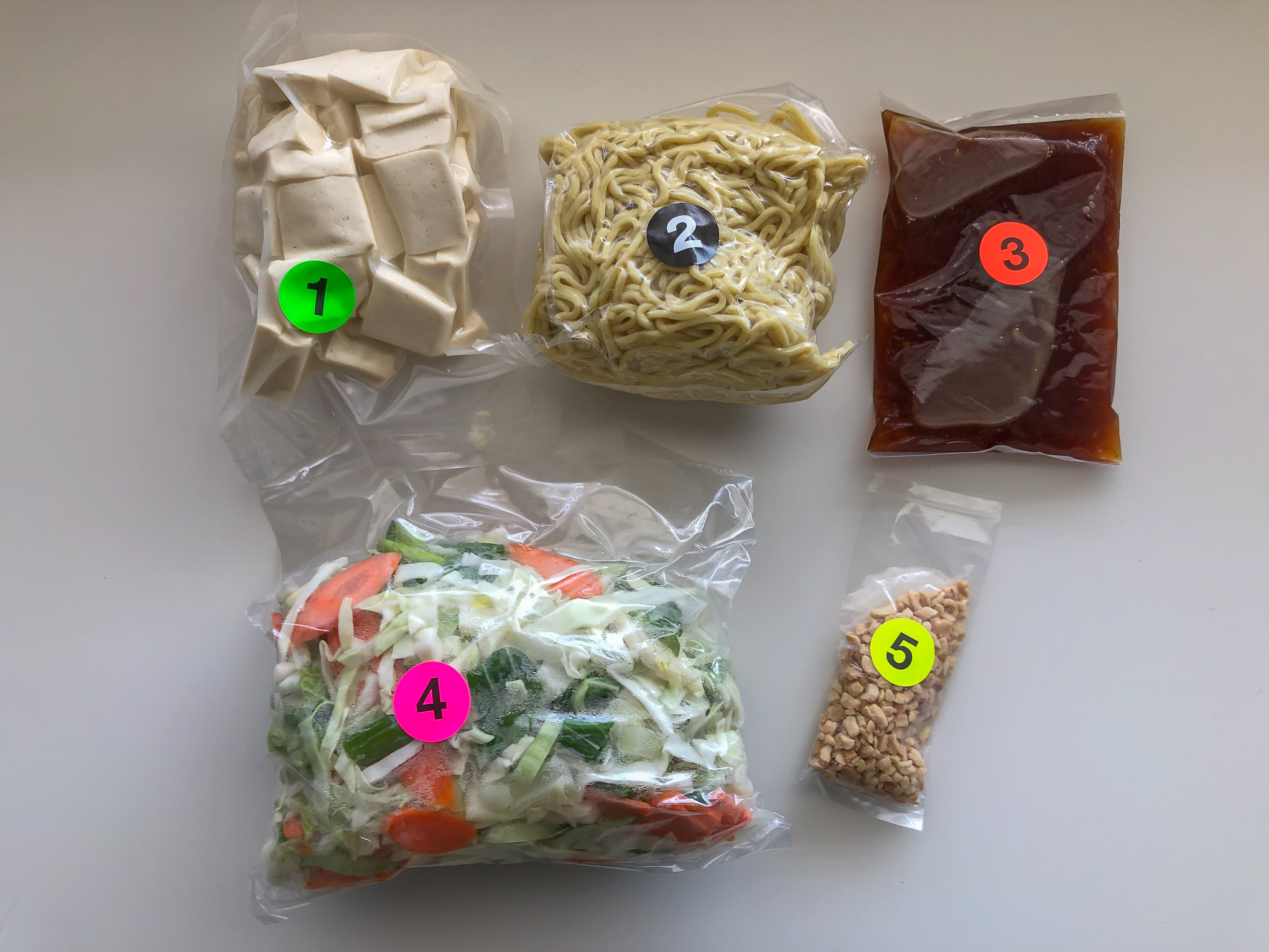 5 bags of ingredients for yakisoba numbered